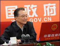 温家宝总理2月28日下午接受中国政府网和新华网联合专访,同海内外网友进行了两个多小时的在线交流。英法等国媒体纷纷关注,进行了大量报道。