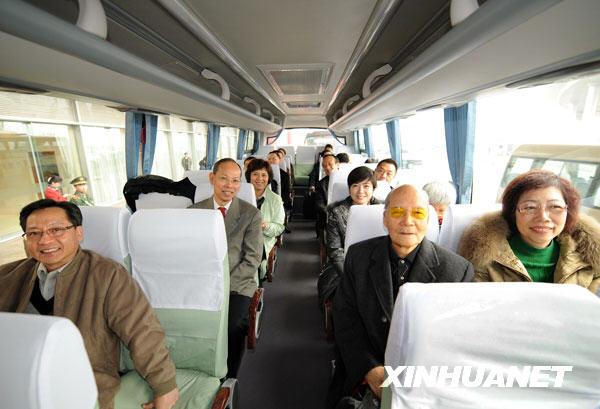 3月2日,出席十一届全国人大二次会议的澳门代表团抵达北京。