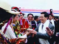 胡锦涛同志参加庆祝西藏和平解放50周年庆典活动