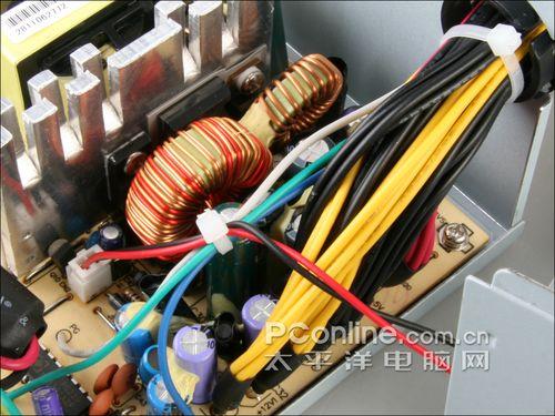 长城 静音大师 btx-400sd电源的低压滤波电路同样具有排列较为密集的