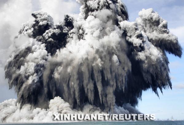 汤加一座水下火山爆发[组图]