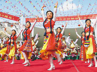 """26日,拉萨市举行""""红色歌曲·拉萨唱""""大型演唱会"""