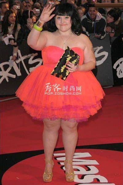 可爱不累赘的公主短裙很梦幻,很耀眼!