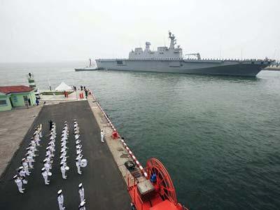 参加多国海军活动的外国军舰全部抵达[组图]