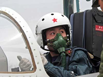 中国首批16名战斗机女飞行员将参加国庆阅兵[组图]