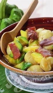菜中的云腿小瓜焖土豆乡土味十足-各省驻京饭美味不走寻常路