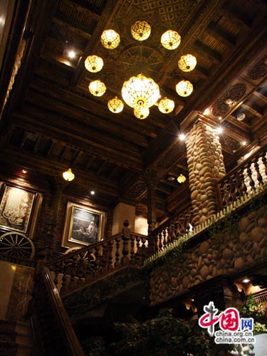 """探访乌鲁木齐的""""云梯"""" 高级维族餐厅米拉吉[组图]图片"""