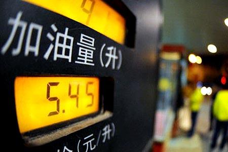 发改委宣布汽柴油零售价格每吨上调400元[组图]