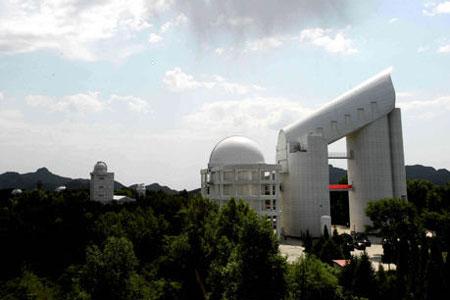 中国架起世界光谱望远镜之王 高度超15层楼[组图]