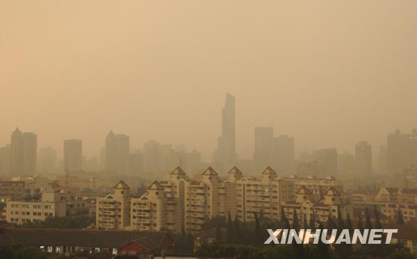 上海遭遇强对流天气 发布雷电大风黄色预警[组图]