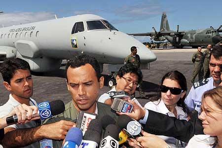 巴西空军继续搜救 法航失事客机家属抵巴西[组图]