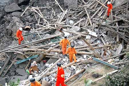 重庆武隆山体垮塌 失踪人数上升为80人[组图]