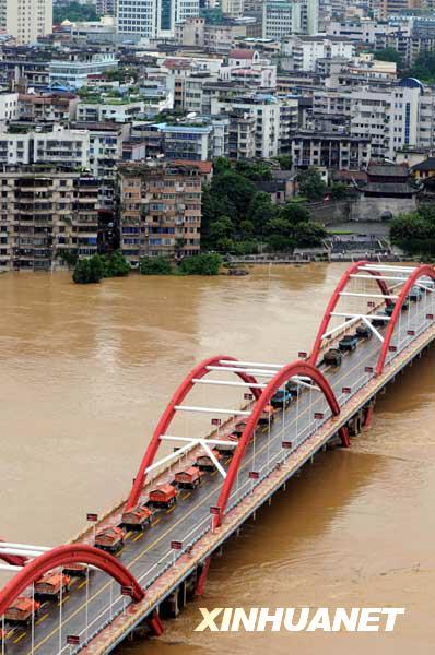 洪峰 重车 载重 水位 柳州市 中承式钢管混凝土拱桥 石渣 柳江 卡车 广西