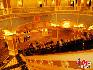 威尼斯人酒店:由美国拉斯韦加斯金沙集团投资的威尼斯人度假村,投资约200亿元,设有三千间豪华客房及大规模的博彩、会展、购物、体育、综艺及休闲设施等,其中占地十一万平方米的会展场地,酒店位于澳门路氹城填地区金光大道地段,酒店楼高39层。中国网  于雅光/摄影