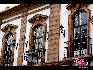 某处建筑物细节:东西文化的融和共存使澳门成为一个独特的城市:既有古色古香的传统庙宇,又有庄严肃穆的天主圣堂,还有众多的历史文化遗产,以及沿岸优美的海滨胜景。中国网  于雅光/摄影