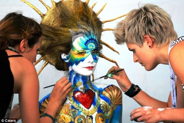世界人体彩绘艺术节 40国艺术家显神通 〔组图〕