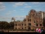 广岛工业展览中心,二战末期广岛遭到原子弹摧毁,该建筑骨架残骸被保留下来并成为广岛和平公园的一部分。宋跃平 摄影/文