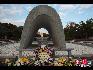 千羽鹤纪念碑当地人把它叫做原爆之子像,是1958年由日本学生及儿童捐献建成的,目的是纪念那些死于原子弹爆炸的儿童。 宋跃平 摄影/文