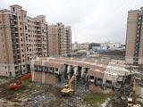 上海倒覆楼房开始拆除[组图]