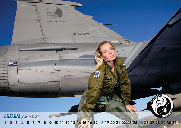 捷克空军近日推出2009年性感美女版战机挂历[组图]
