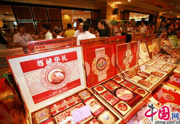 8月12日,重庆南坪某酒店,月饼促销现场 (记者 李文科 摄影报道)-