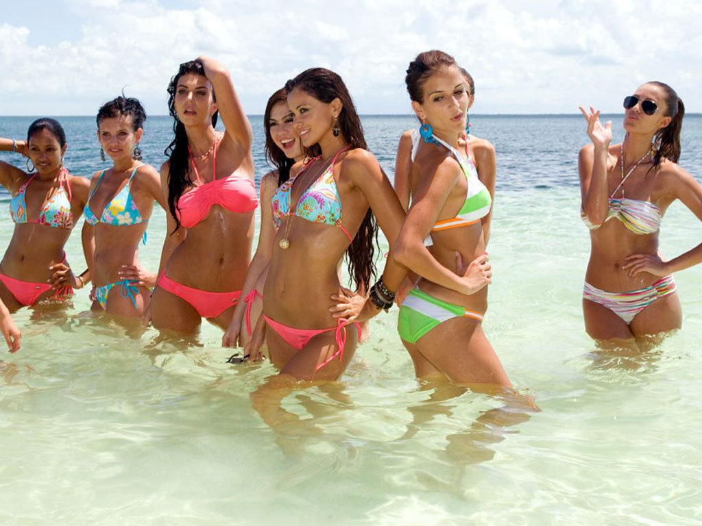 高清:环球小姐的比基尼沙滩秀