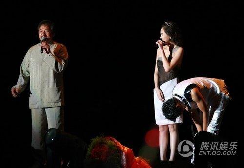 王力宏演唱会与成龙激情拥吻-王力宏激吻成龙 揭王力宏舒淇情缘 全文
