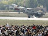 苏-35史上最惊险动作——单轮着陆[组图]