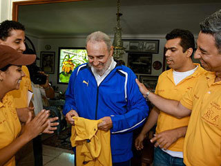 卡斯特罗现身古巴荧屏 与委内瑞拉学生畅谈[组图]