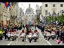 在比利时国庆阅兵式上,军警护卫队。(图片由比利时驻华使馆提供)