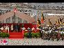 在比利时国庆阅兵式上,这是旗帜编队接受检阅。(图片由比利时驻华使馆提供)