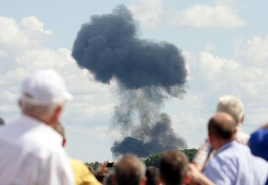 白俄罗斯苏-27战机飞行表演时坠毁[组图]