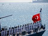 """土耳其举行盛大阅兵式庆祝""""胜利日""""[组图]"""