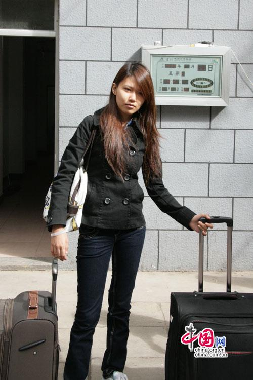 长发美女素颜生活照中国长发女平民长发美女生活照中 竖