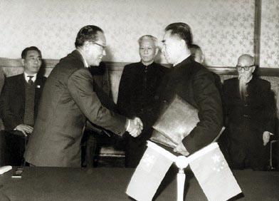 来总理在北京与缅甸总理奈温在中缅边界问题协定及中缅友好和互不图片