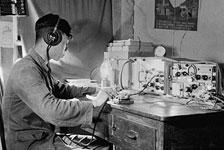 独龙族通信,昔日独龙族只能用电报与祖国大家庭保持联系,如今独龙族人已经用上了手机。