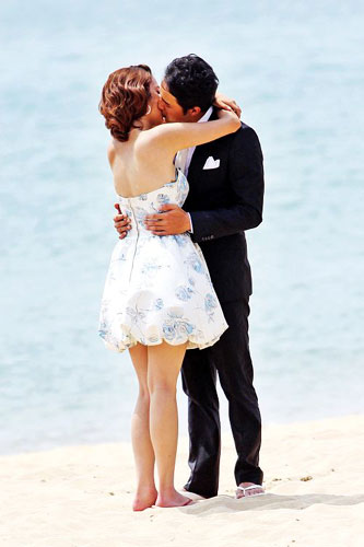 实拍:明道与美女在海边激情热吻组图