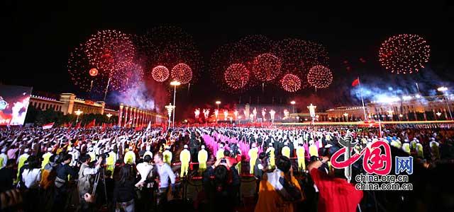 国庆晚会:璀璨焰火照亮祖国夜空[组图]