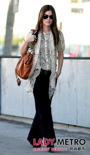 潮流裤-明星穿出秋冬最流行牛仔裤