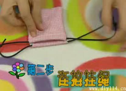口罩瞬间变零钱包(图)_中国网; diy口罩改造为时尚零钱袋的做法(图解)