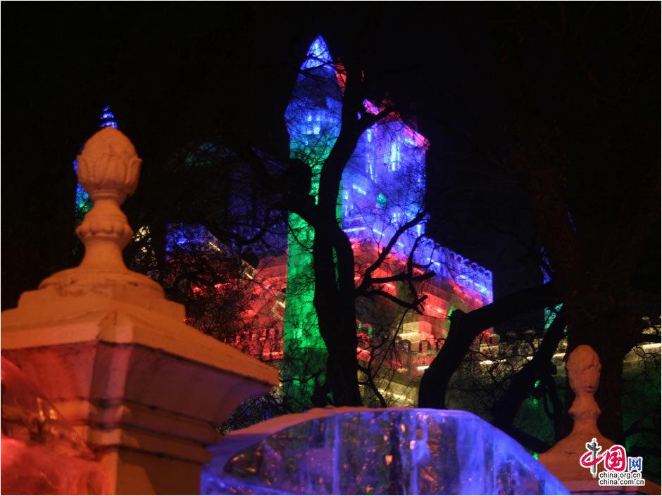迪斯尼和哈尔滨兆麟公园合作的冰灯雕塑,卡通人物的活灵活...