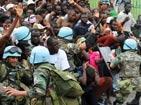海地已收殓15万遇难者尸体 灾民哄抢援助物资[组图]