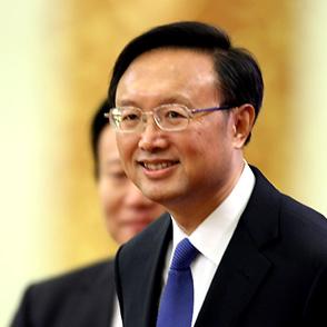 外交部部长杨洁篪微笑入场