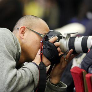中国网摄影师正在捕捉精彩镜头