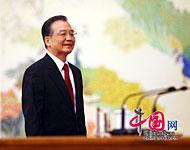 溫總理在人民大會堂金色大廳會見中外記者[組圖]