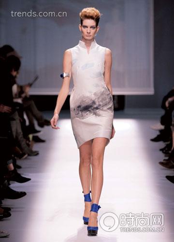 彩绣礼服造型建议:-中国新娘2010年彩秀礼服