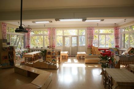 温馨明亮的图书馆-公立 北师大幼儿园