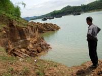 (目击投稿)广西南宁:邕江采沙致塌方隐患多