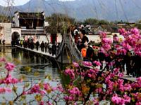 安徽:宏村迎来清明小长假旅游高峰