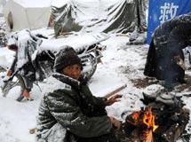 玉树降大雪 灾民保暖问题堪忧[组图]